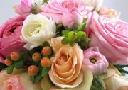 completed-rose-and-ranunculus-arrangement-close-up8